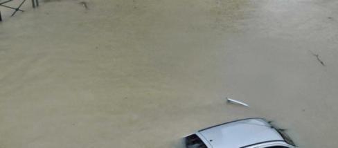 Carrinha BMW misteriosa aparece a boiar em praia fluvial do Rio Douro