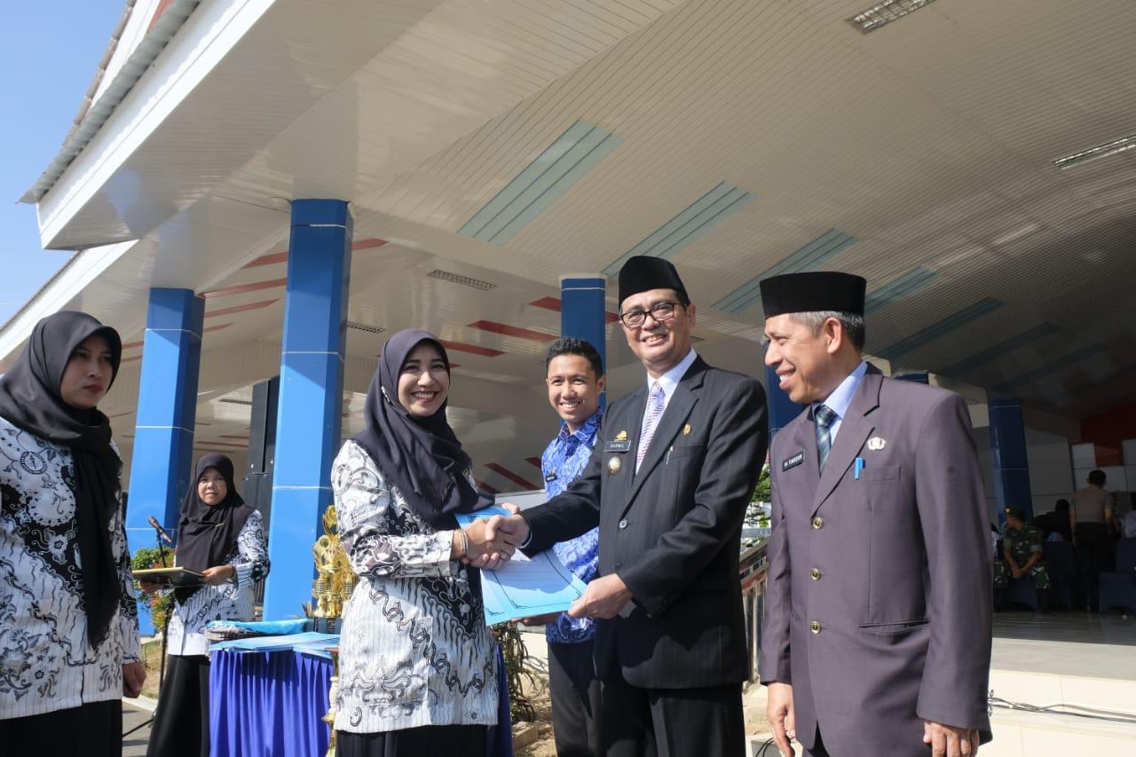 Pemkab Maros Berikan Penghargaan Pada Guru dan Siswa di Puncak Korpri dan  HUT PGRI