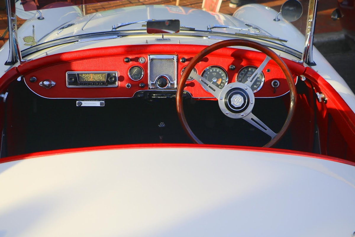 MG 1600 Mk2 Dashboard.jpg