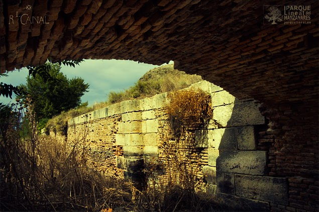 Bajo el gallipuente de la Décima Esclusa