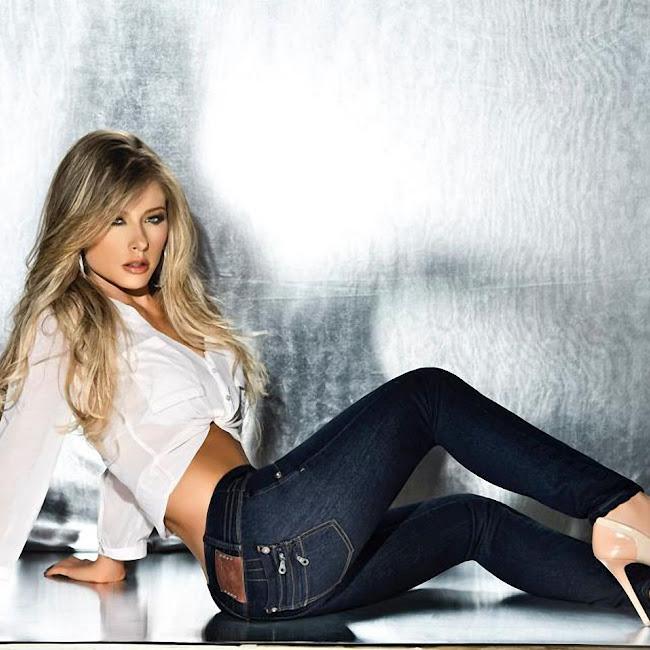 Erika Botero Sexy Komodo Jeans Foto 8