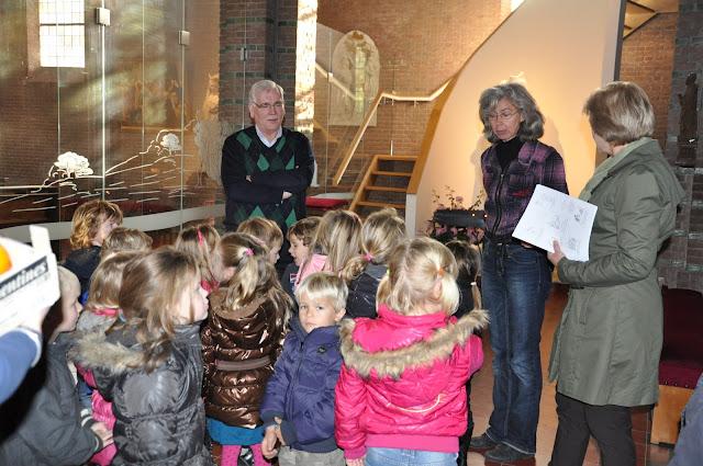 Kleuters bezoeken Martinuskerk - DSC_0038.JPG