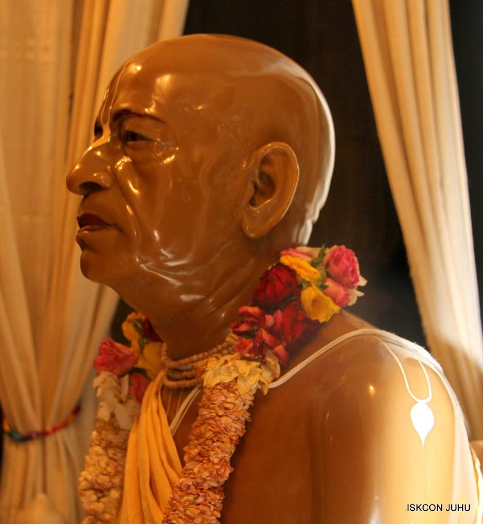 ISKCON Juhu Mangal Deity Darshan on 27 April 2016 (34)
