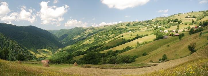 Blick ins Tal des Flusses Somesu Rece