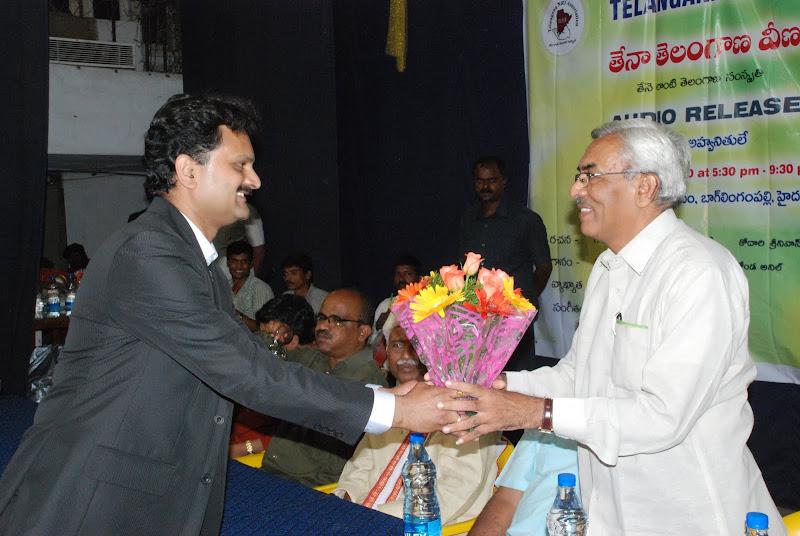 TeNA coordinator Sunil Peechara presenting bouquet to Nandini Siddareddy