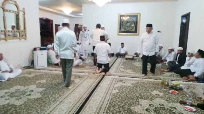 Para Pejabat Mulai Berdatangan ke Rumah Duka
