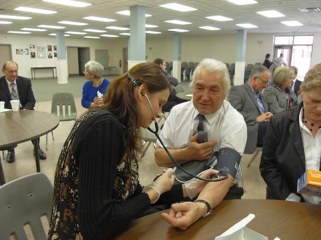 Spotkanie medyczne z Dr. Elizabeth Mikrut przy kawie i pączkach. Zdjęcia B. Kołodyński - SDC13643.JPG