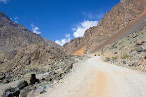 Dusty road and rough mountain with no shade on the way to Langar.
