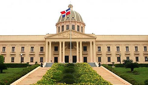 Presidente Medina ratifica a directora de Pro Consumidor