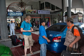 Taksówką pod drzwi dworca kolejowego