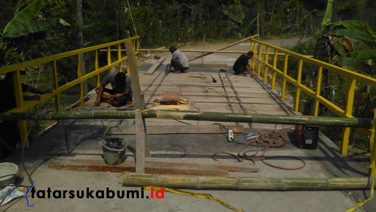 Jembatan Penghubung Kecamatan Parakansalak - Kalapanunggal Sukabumi Ambruk