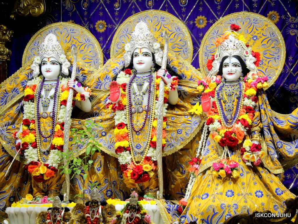 ISKCON Juhu Sringar Deity Darshan on 7th Sep 2016 (82)