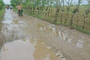 Akses Jalan Tanjungjaya - Kalen Kalong Masih Rusak Parah