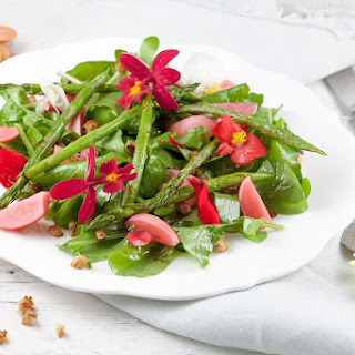 Green Asparagus Salad With Edible Flowers.