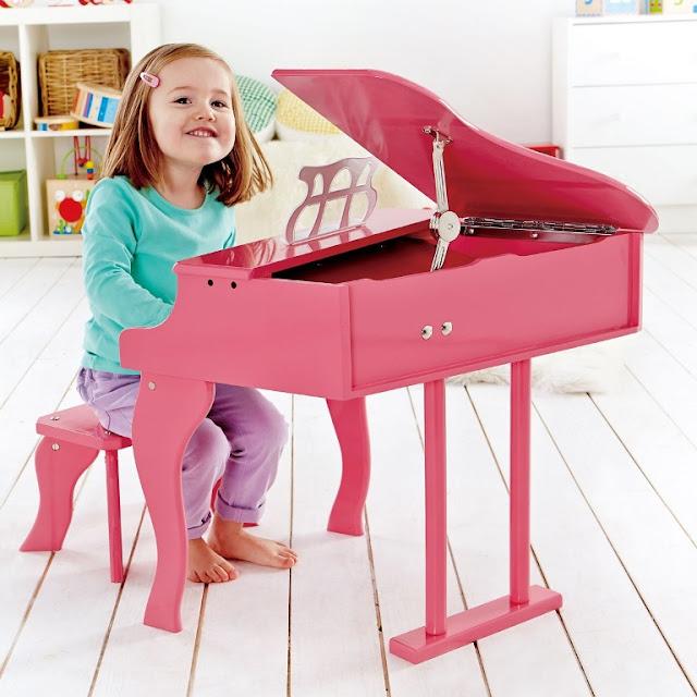 Đàn Piano màu hồng bằng gỗ Hape E0319 Happy Grand Piano - Pink là món quà yêu thích dành cho bé