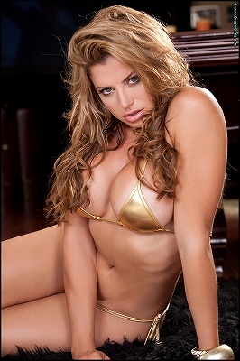 Vanessa Bond_Curves In Gold_2