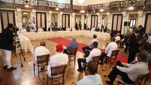 Presidente Abinander recibe a parceleros y dispone seguimiento periódico para el cumplimiento de solicitudes