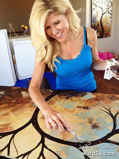 ورد بارز رسم بالسكين للفنانة Christine Krainock
