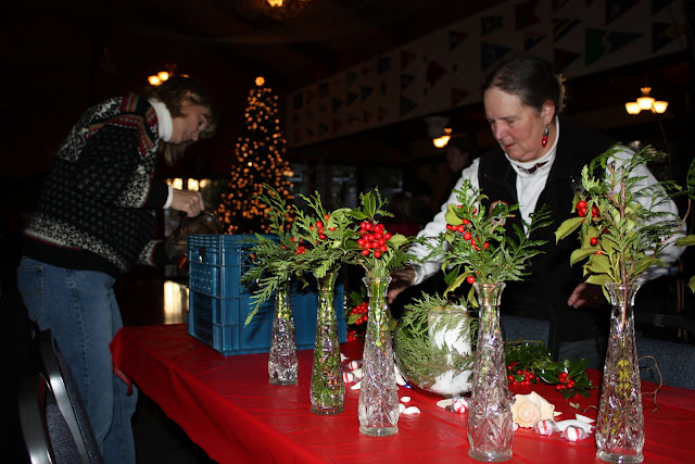 2009 Clubhouse Christmas Decorating Party - IMG_2567.JPG