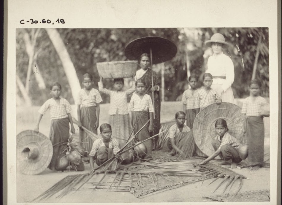 Girls of the boarding school in Tschombala weaving palm