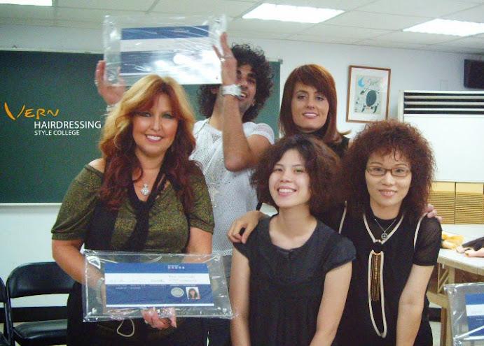 Rene曾到台灣韋恩、英國倫敦沙宣、美國、德國、荷蘭、日本、義大利等將近20所美髮學院上課,她也負責協助該州政府規劃美髮法律,以及國家美髮證照考試標準……