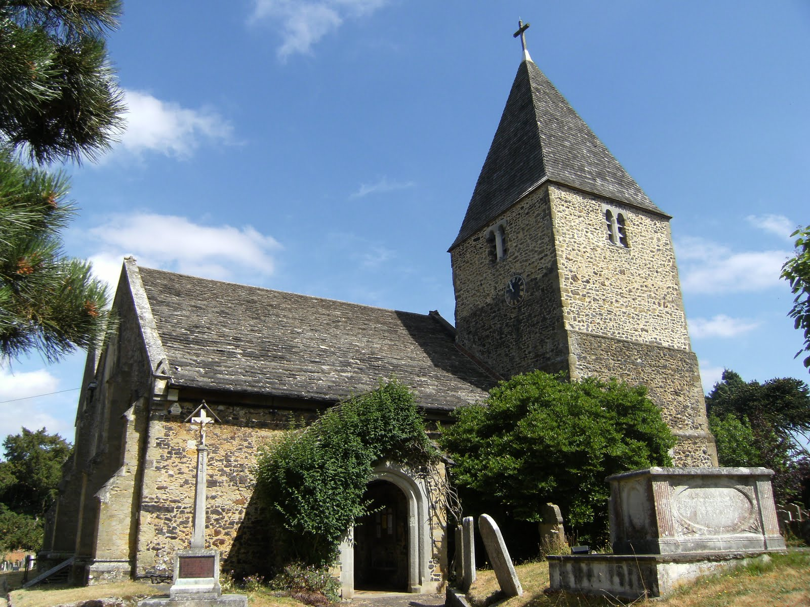 1007100001 St Peter's Church, Limpsfield