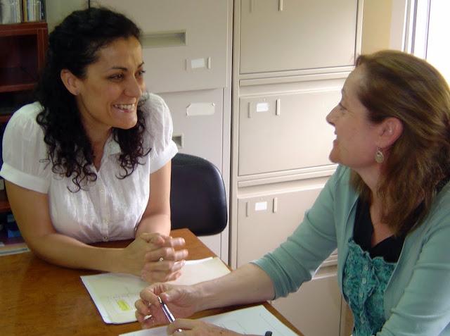 Margarita Navarro, directrice de l'EOI d'Aranjuez, et  Inmaculada González, directrice de l'Atelier de littérature