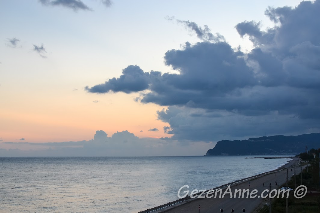 günbatımında Cide sahili