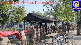 "Delapan Warung di Depan GOR Panatayuda "" Dimusnahkan"" Satpol PP Karawang"