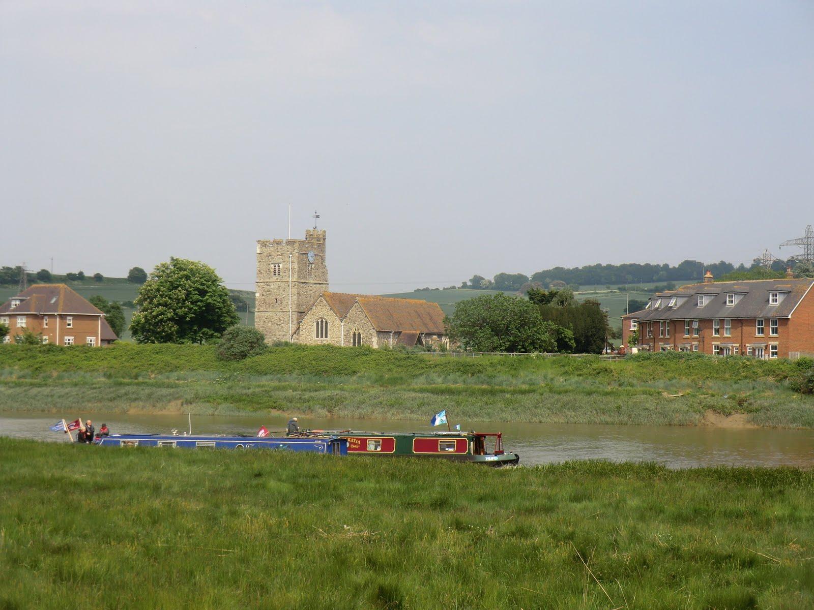 CIMG4443 River traffic at Wouldham