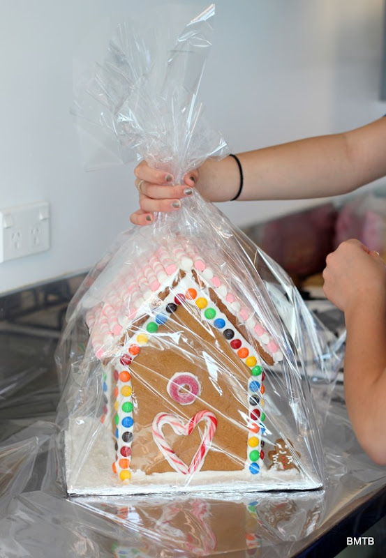 Gingerbread Houses by Baking Makes Things Better (18)