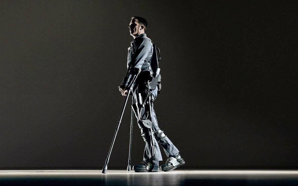 #可穿戴的機器人:ekso bionic suit 讓無法自由行動者再次感受到走路的樂趣! 1