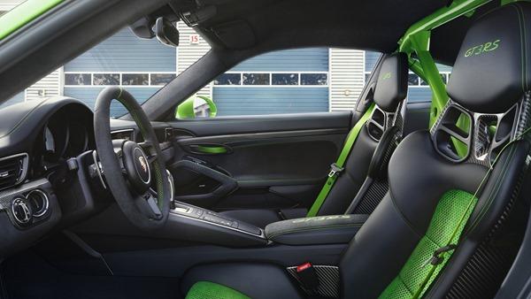 Porsche-911_GT3_RS_interior
