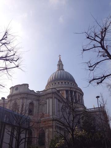 A tourist day in London: having lived in London for almost 6 months now we decided we needed to get to know the city better and what better way to do it than be tourists! St Paul's Cathedral