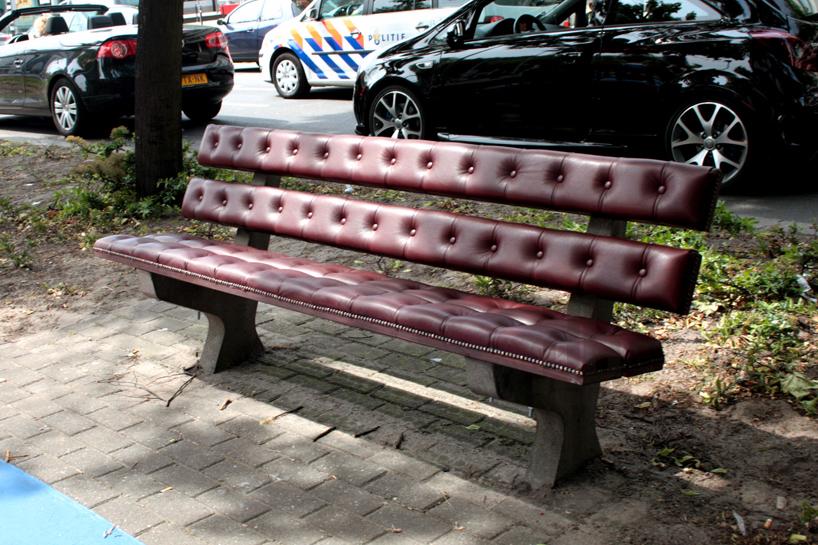 *公園裡的皮革古董長凳:切斯特菲爾德Chesterfield park bench! 1