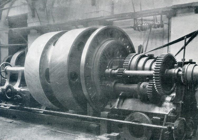 Cartagena. Abril de 1923. Maquina principal del VELASCO. Rueda de engranajes de las turbinas. Libro OBRAS. SE de CN. Año 1922.jpg