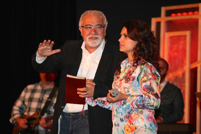 Aline Barros Ministrando Louvor - IMG_0816.JPG