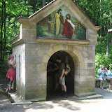 kapliczka ze źródełkiem