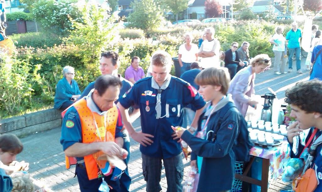 Andre doet de uitreiking van de medailles
