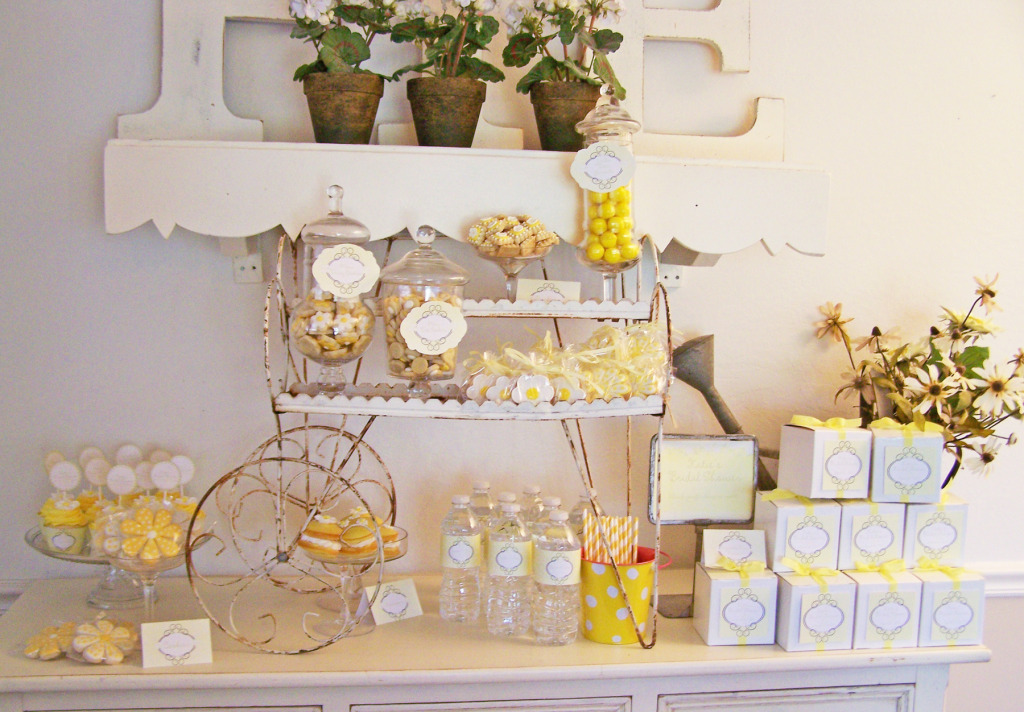Vintage Daisies and Dot's Dessert Table