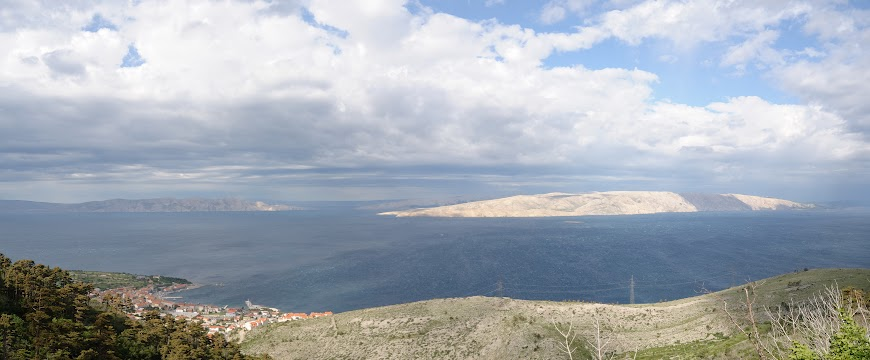 Blick auf Senj und die Insel Krk
