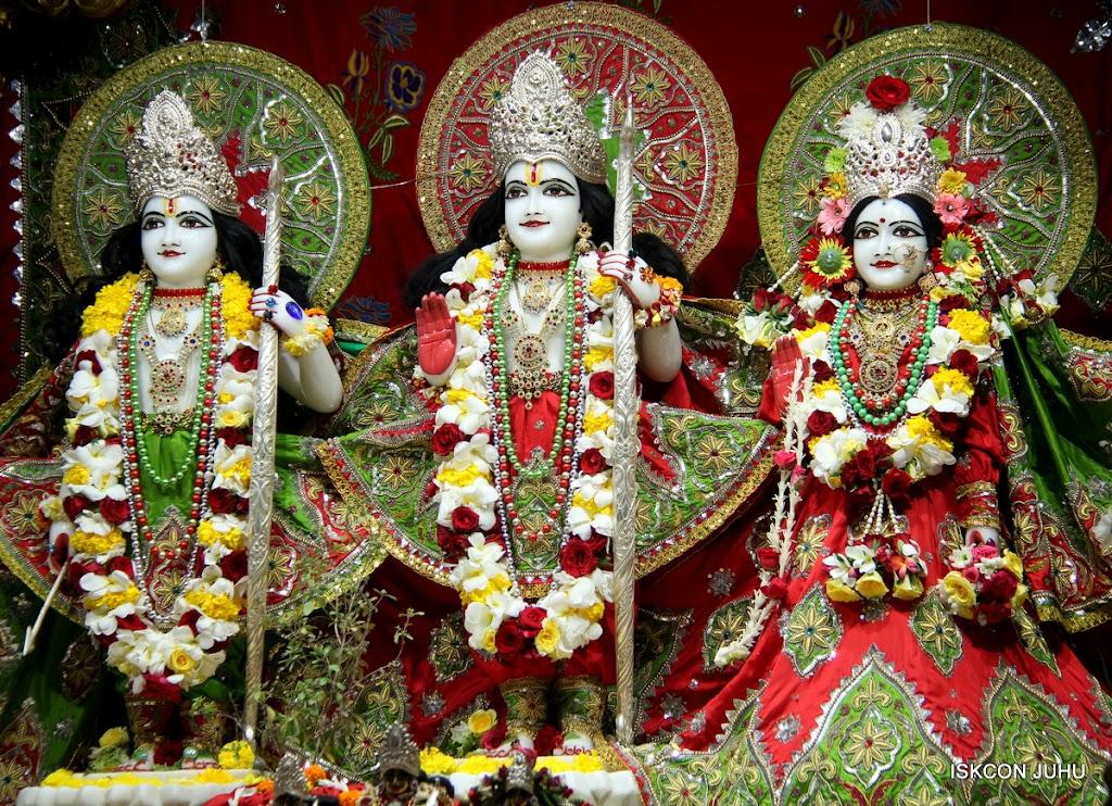 ISKCON Juhu Sringar Deity Darshan on 3rd May 2016 (20)