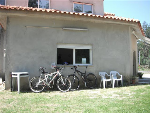 Bikes encostadas ao café