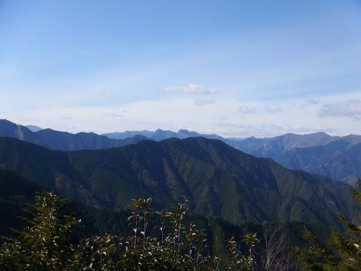 西側の展望(台高山脈)