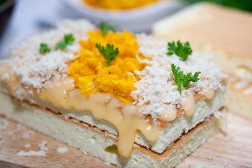 Bánh bông lan trứng muối chà bông