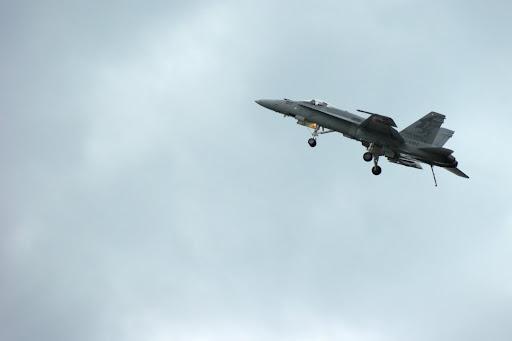 F-18 mit Fahrwerk