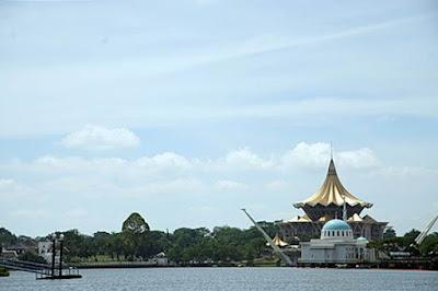 Sungai Sarawak dan Istana Dewan