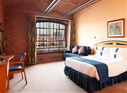 holiday_inn_express_liverpool_albert_dock_hotel_bedroom_3_bed_5338.JPG