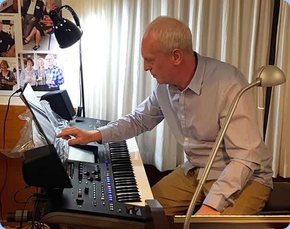 Darren Smith broght along the latest Yamaha arranger keyboard - the 76 key Genos.