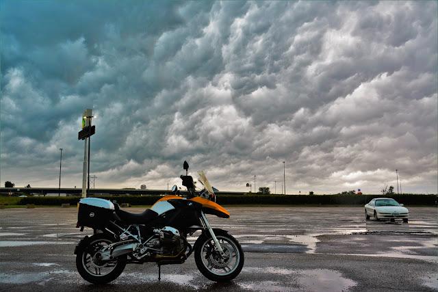 הענן שמבשר על הסערה.jpg